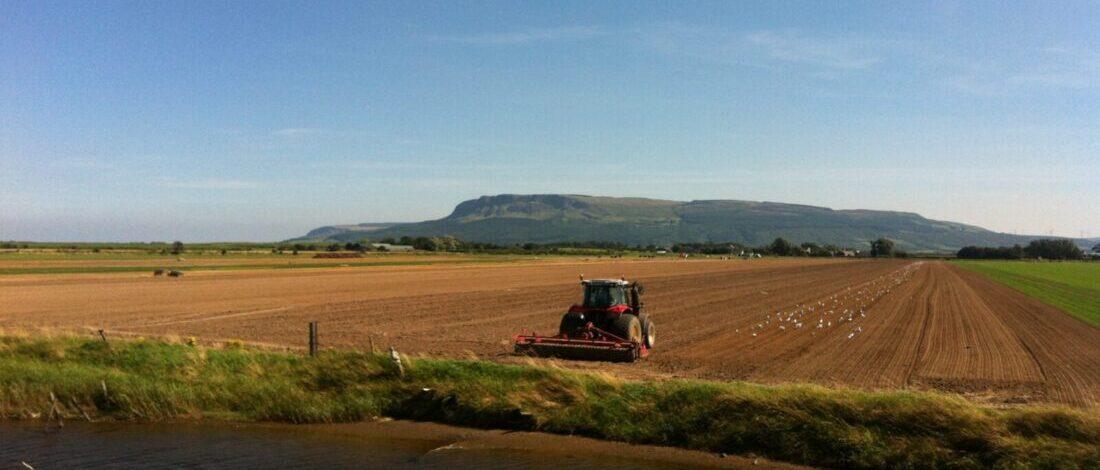 tractor-arable-field-myroe